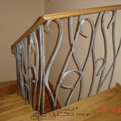 balustrady-kute-ze-drewniana-porecza-b-185