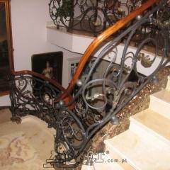 balustrady-porecze-schodowe-drewninane-pozlacana-mosiezna-albanski-marmur-b162b